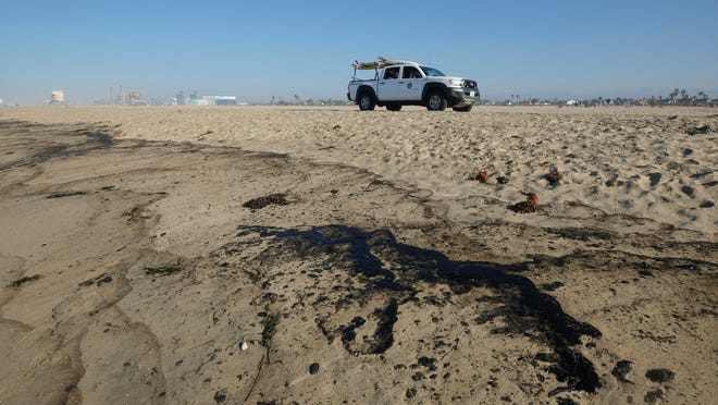 Oil spill in California prompts outcry as dead wildlife washes ashore