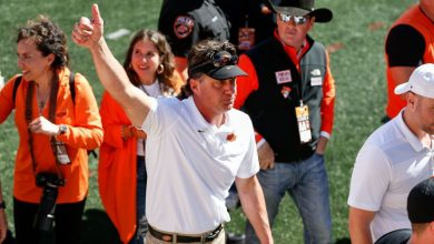 Oklahoma State Cowboys football coach Mike Gundy has 'perpetual five-year contract' restored