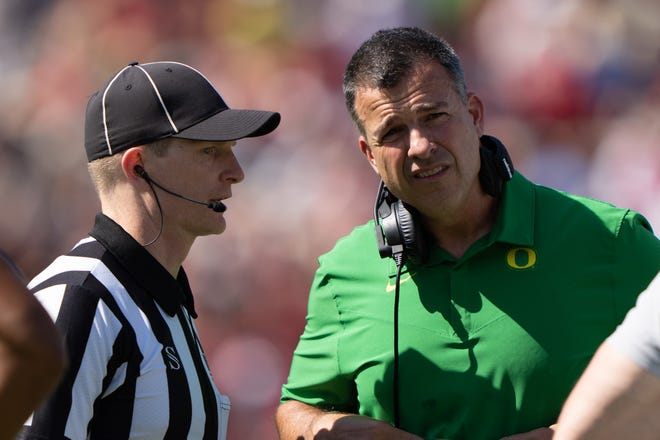Oregon head coach Mario Cristobal speaks with a referee during the first quarter of the Ducks' loss to Stanford.