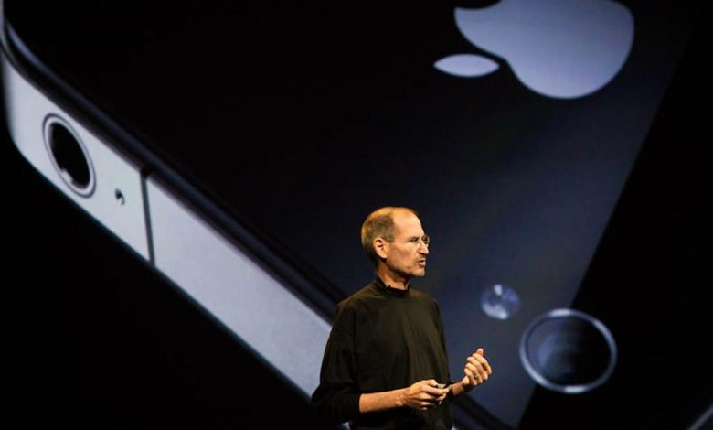 Steve Jobs once chucked a prototype iPhone to impress a room full of journalists