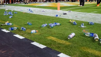 Tennessee fans pelt field, hit Lane Kiffin after chaotic ending to Ole Miss win