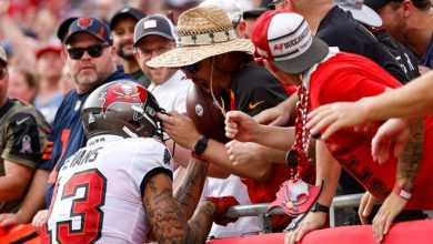 Buccaneers wide receiver Mike Evans unknowingly gives away the ball that accounted for quarterback Tom Brady's 600th career touchdown pass